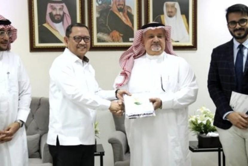 Kemensos Terima 100 Ton Kurma dari Pemerintah Arab Saudi  di Kantor Kedutaan Besar Arab Saudi, Kuningan, Jakarta Selatan, Kamis  (16/5).