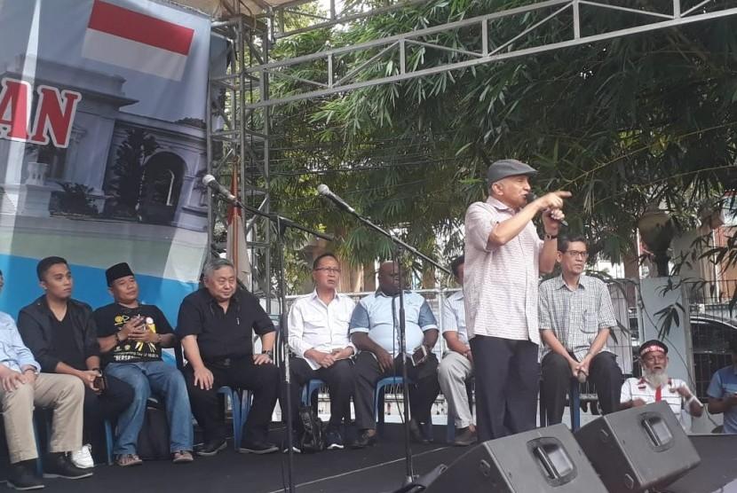 Ketua Dewan Kehormatan Partai Amanat Nasional (PAN) Amien Rais menyampaiakan orasi di Rumah Perjuangan Rakyat, Menteng, Jakarta Jumat (17/5).