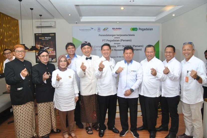 PT Pegadaian (Persero), PT Garuda Indonesia (Persero) Tbk, PT Perkebunan Nusantara III (PTPN III) (Persero), dan PT Tabungan dan Asuransi Pensiun (Taspen) (Persero) jalin kerja sama sinergi BUMN untuk penjualan produk, Senin (20/5).
