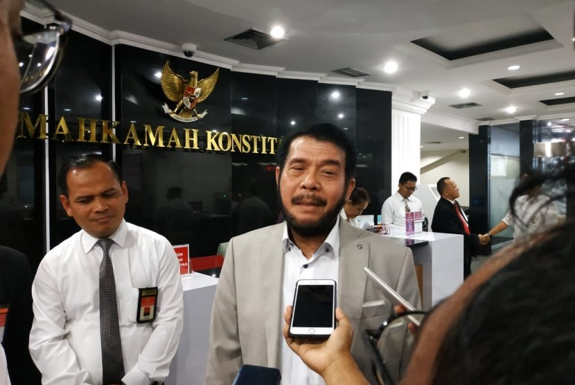 Ketua MK,  Anwar Usman, memberikan keterangan usai meninjau persiapan akhir sidang PHPU Pilpres, Rabu (12/6). Menurut Anwar,  MK siap begadang demi selesaikan perkara sengketa pilpres.