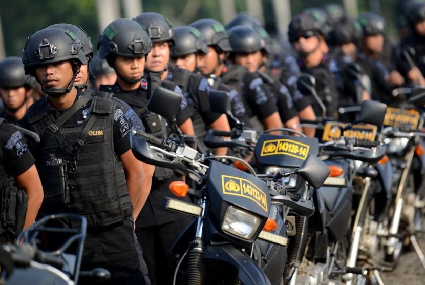 Sejumlah personel Brimob Polri mengikuti Apel Konsolidasi Operasi Ketupat Jaya 2019 dan Kesiapan PAM Perselisihan Hasil Pemilihan Umum (PHPU) Mahkamah Konstitusi (MK) di Lapangan Monas, Jakarta, Kamis (13/6/2019).