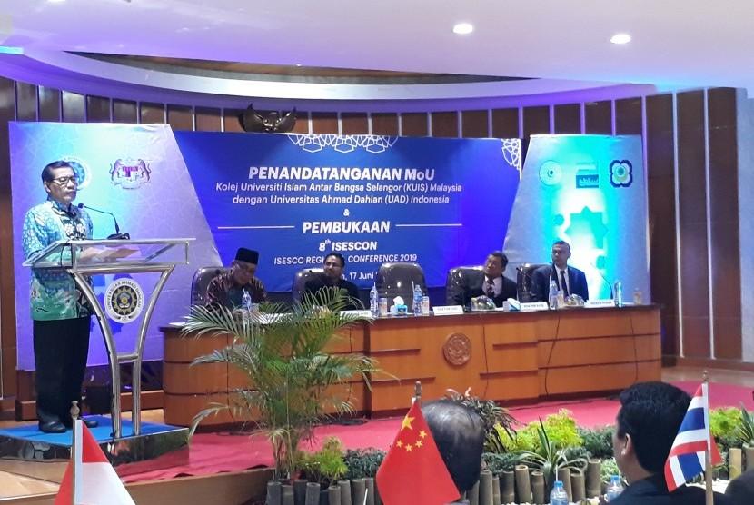Regional Conference ke-8 Islamic Educational, Scientific and  Cultural Organization (Isesco) di Aula Islamic Centre Kampus 4 Universitas  Ahmad Dahlan (UAD), Senin (17/6).