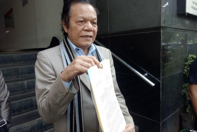 Kuasa hukum Eggi Sudjana, Alamsyah Hanafiah, saat mengajukan SP3 kepada penyidik Ditreskrimum Polda Metro Jaya, di Mapolda Metro Jaya, Kamis (20/6).