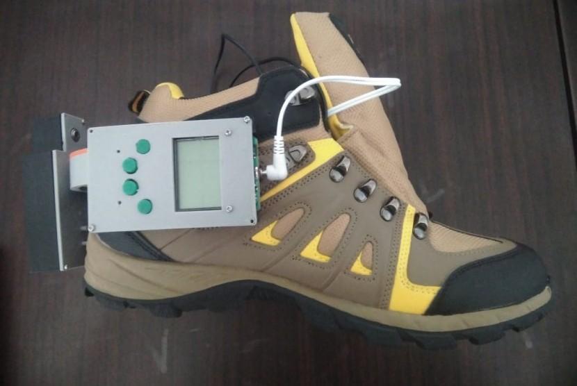 Mahasiswa Universitas Negeri Malang (UM) menciptakan sepatu relaksasi untuk pendaki.