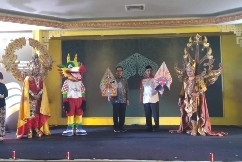 Kemenpora dan Pemprov Jawa Tengah meresmikan Logo dan Maskot ASEAN Schools Games di Kantor Kemenpora RI, Jakarta, Selasa (25/6).