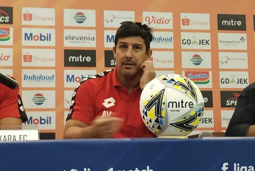 Pelatih Bhayangkara FC, Alfredo Vera.