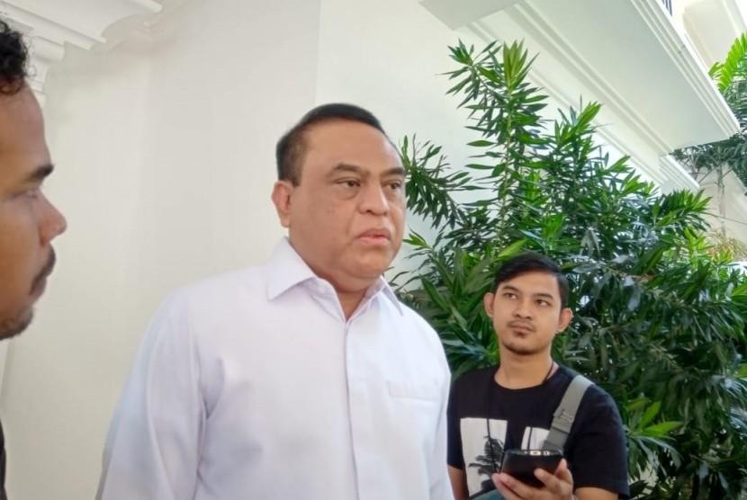 Ketua Harian Dewan Masjid Indonesia (DMI) Syafruddin memberikan keterangan kepada awak media di Kantor DMI, Jalan Jenggala I nomor 3, Selong, Kebayoran Baru, Jakarta Selatan, Senin (1/7).