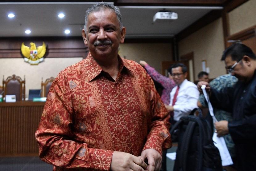 Terdakwa mantan Direktur Utama PLN Sofyan Basir meninggalkan ruangan seusai menjalani sidang lanjutan kasus suap proyek PLTU Riau-1 di Pengadilan Tipikor, Jakarta Pusat, Senin (1/7/2019)