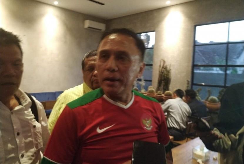 Calon Ketua Umum PSSI, M Iriawan di Jalan Banda, Kota Bandung, Senin (1/7).