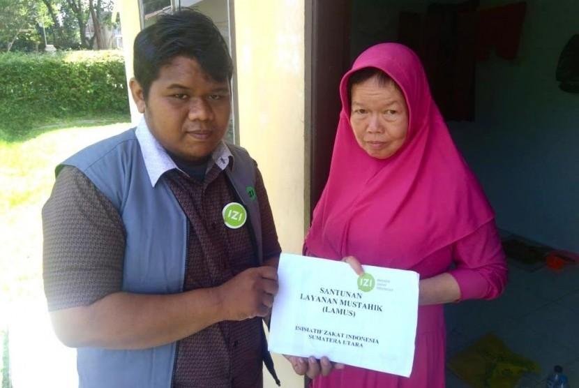 Salah seorang korban tsunami Aceh 2004, Tan Kheng Hiong yang kini bernama Siti Aisyah, memutuskan untuk menjadi seorang mualaf pada Agustus 2018, bantuan Inisiatif Zakat Indonesia (IZI) karena Aisyah hidup sebatang kara lantaran suami dan anaknya meninggal.