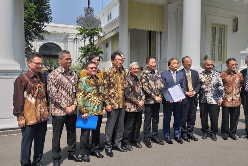 Menteri ESDM Ignasius Jonan, Kepala SKK Migas Dwi Sucipto, dan CEO Inpex Takayuki Ueda usai menemui Presiden Jokowi untuk membahas Blok Masela, Selasa (16/7).