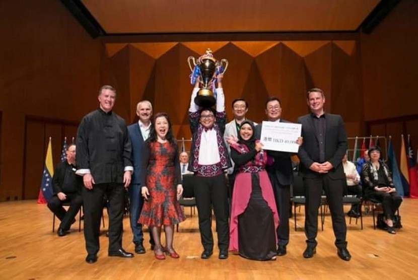 Paduan Suara Mahasiswa (PSM) Swara Wardhana UNY ketika meraih  serangkaian gelar juara dalam World Youth Camp Children's Choir Festival  2019 di Hong Kong.