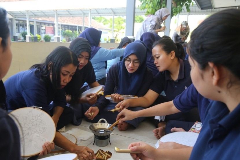 Mobil Kamis Membaca (KaCa) Universitas Muhammadiyah Malang (UMM) kembali  berkunjung ke Lapas Perempuan Klas IIA, Sukun, Kota Malang.