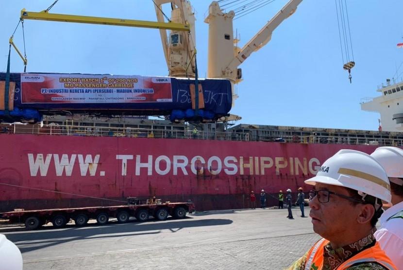 PT. INKA (Persero) mulai mengirimkan 200 kereta untuk Bangladesh Railway yang proses pengapalannya dimulai pada 19 Juli 2019, melalui Terminal Jamrud II, Pelabuhan Tanjung Perak, Surabaya