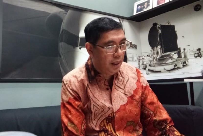 Komisaris Indenden PT Krakatau Steel Tbk, Roy Maningkas menyatakan  memundurkan diri dari jabatannya kepada awak media di Kementerian BUMN, Selasa (23/7).