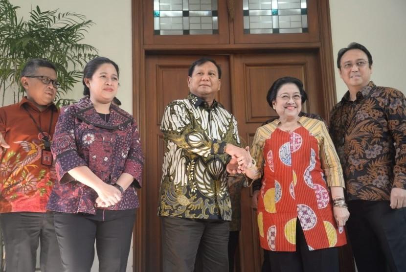 Ketua Umum PDIP Megawati  Soekarnoputri menerima kunjungan Ketua Umum Partai Gerindra Prabowo Subianto di Teuku Umar,Menteng,Jakarta,Rabu (24/7)