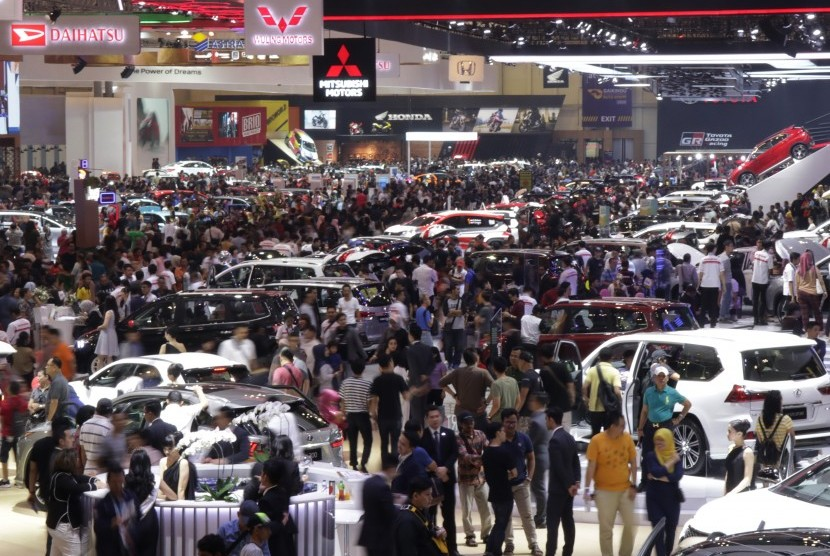 Thousands of visitors crowded at the Gaikindo Indonesia Automotive Exhibition in Tangerang, Banten, several weeks ago.