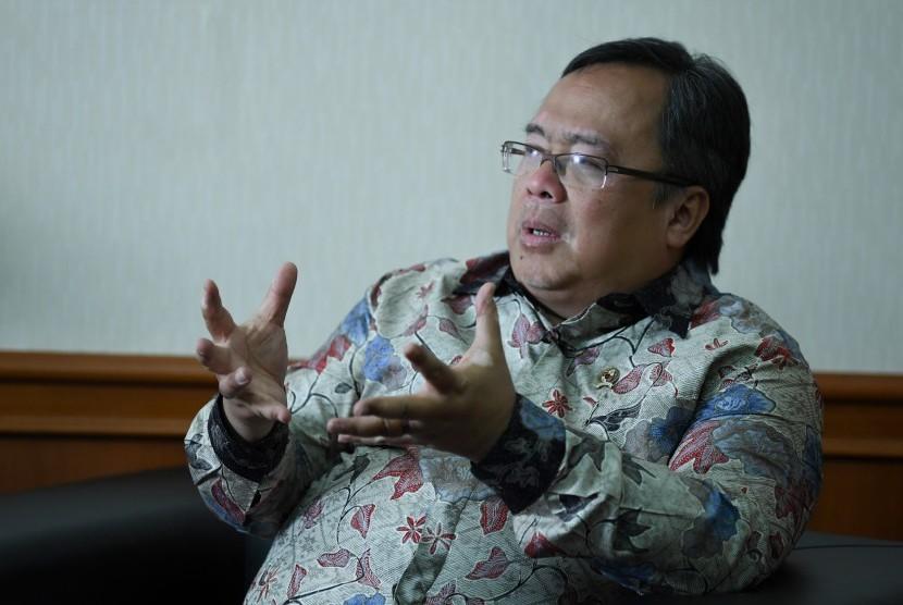 Menteri PPN/Kepala Badan Perencanaan Pembangunan Nasional Bambang Brodjonegoro menjawab pertanyaan saat wawancara khusus dengan LKBN Antara tentang rencana pemindahan lokasi ibu kota, di Kantor Kementerian PPN, Jakarta, Selasa (30/7/2019).