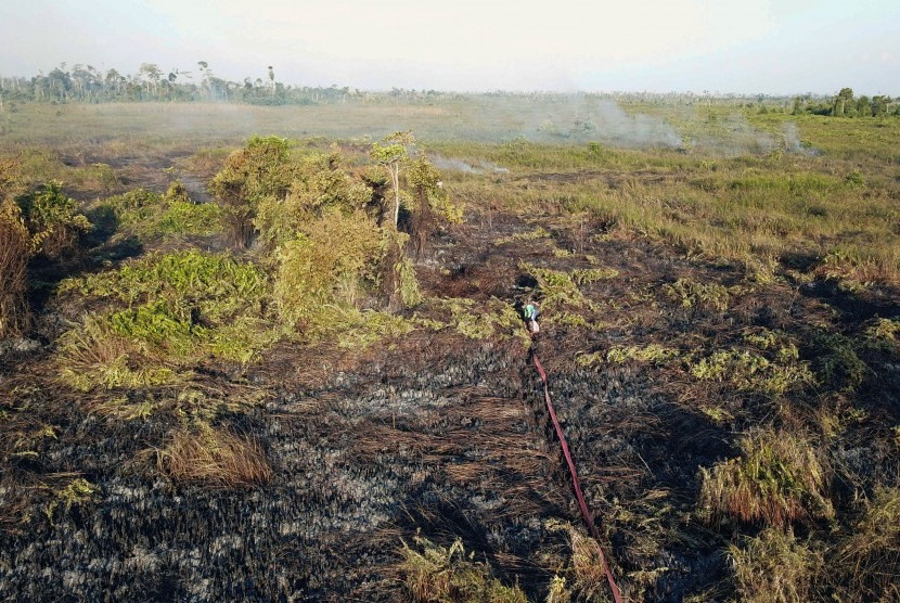 Aerial photo of the location of forest and land fires in the Ketapang Tanjungpura area Km 4 in Sungai Awan Kiri Village, Muara Pawan District, Ketapang Regency, West Kalimantan.
