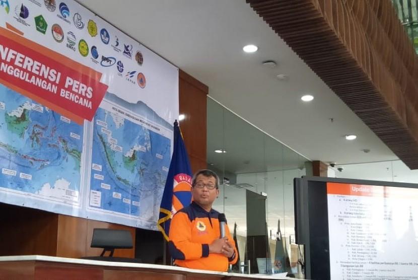Plh Kepala Pusat Data, Informasi, dan Humas BNPB Agus Wibowo memberi keterangan pers terbaru dampak gempa bumi M 6,9 di Banten, di Gedung BNPB, Jakarta, Sabtu (3/8).