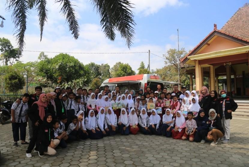 Tim Mobil KaCa Universitas Muhammadiyah Malang (UMM) menyelenggarakan mitigasi bencana di desa Bambang, Kecamatan Wajak Kabupaten Malang.