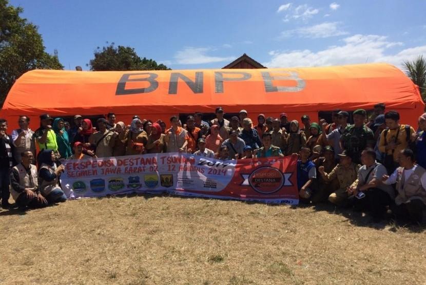 Kegiatan ekspedisi desa tangguh bencana BNPB di pesisir selatan Kabupaten Tasikmalaya beberapa waktu lalu.