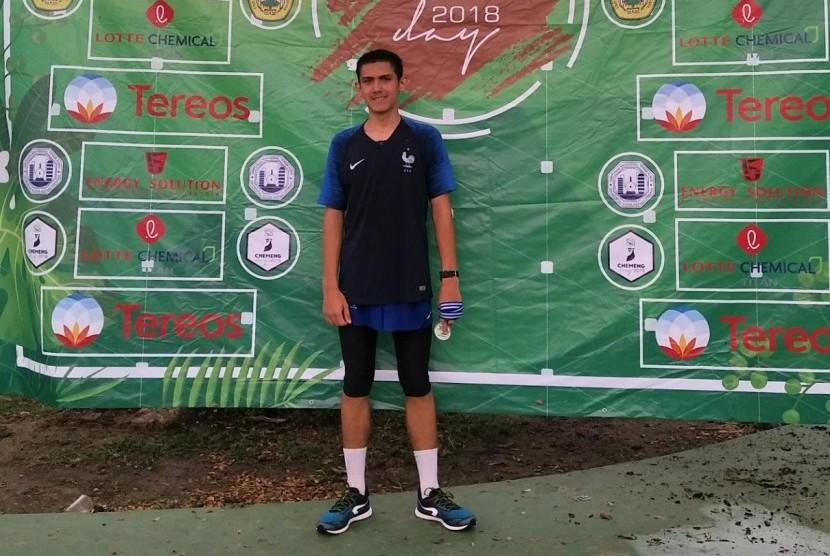 Enzo Zens Ellie (18) keturunan Perancis saat menjadi santri di Pesantren Al Bayan, Anyer, Serang.  Santri yang bercita-cita menjadi TNI sejak kecil ini akhirnya lolos dalam seleksi masuk Akademi Militer (Akmil) Magelang.