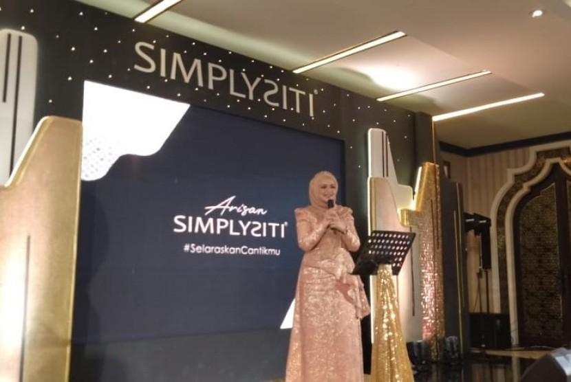 Dato Siti Nurhalizah meluncurkan produk kecantikan SIMPLYSITI di Indonesia, Kamis (8/8). SIMPLYSITI merupakan produk 'Halalan Toyyiban' asal Malaysia yang terjamin halal, serta memiliki kandungan bahan-bahan berkualitas terbaik.
