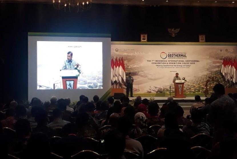 Wakil Presiden Jusuf Kalla saat hadir membuka The 7th Indonesia International Geothermal Convention & Exhibition (IIGCE) di Jakarta Convention Centre, Selasa (13/8).