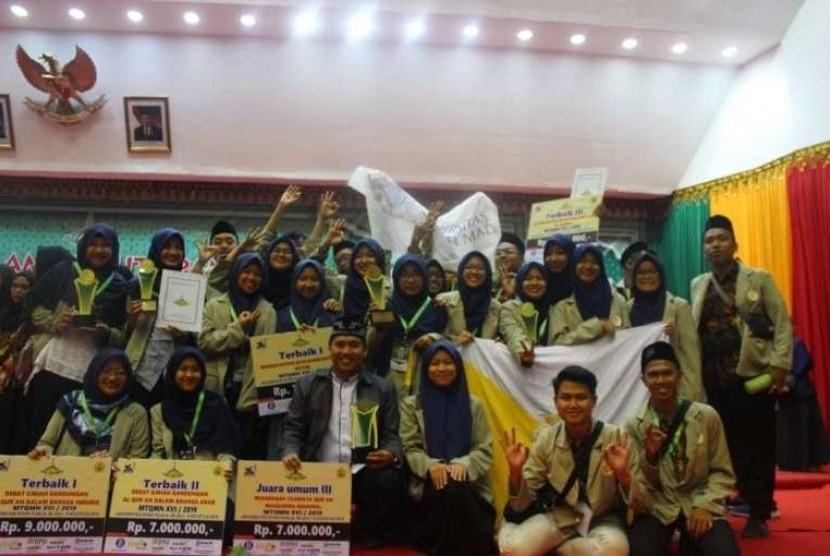 Kafilah Universitas Gadjah Mada (UGM) dalam Musabaqah Tilawatil  Quran Mahasiswa Nasional (MTQMN) yang berlangsung di Universitas Syiah  Kuala 4 Agustus 2019 lalu.
