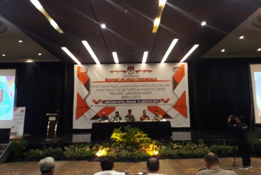 Rapat pleno terbuka KPU Sumbar untuk penetapan perolehan kursi parpol dan penetapan calon terpilih anggota DPRD Provinsi Sumbar di Padang, Rabu (14/8)
