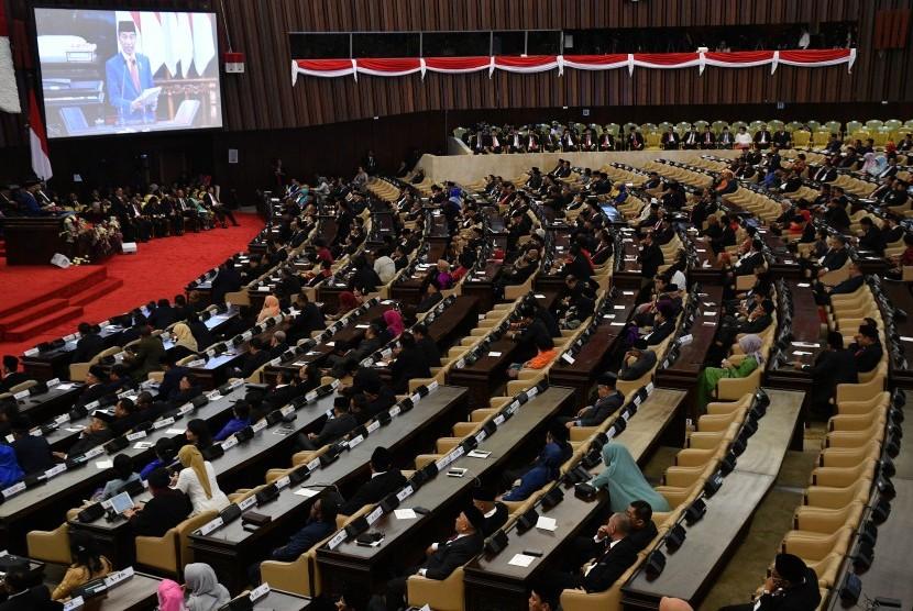 Presiden Joko Widodo menyampaikan pidato penyampaian RUU tentang APBN TA 2020 disertai nota Keuangan dan dokumen pendukungnya dalam rapat Paripurna DPR pembukaan masa sidang tahun 2019-2020 di Kompleks Parlemen, Senayan, Jakarta, Jumat (16/8/2019).