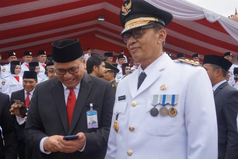 Gubernur dan Wakil Gubernur Banten, Wahidin Halim dan Andika Hazrumy usai upacara peringatan HUT  ke-74 RI di Kawasan Pusat Pemerintahan Provinsi Banten, Kota Serang, Banten, Sabtu (17/8)