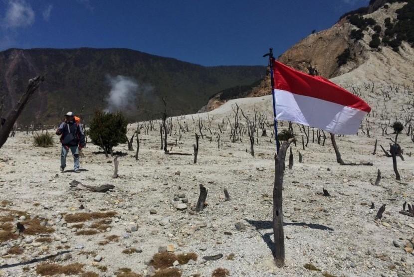 Suasana HUT ke-74 Republik Indonesia di TWA Gunung Papandayan, Sabtu (17/8).