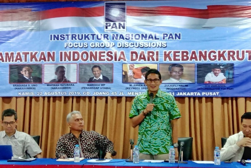 Mantan Gubernur DKI Jakarta Sandiaga Uno menjadi pembicara dalam sebuah forum diskusi di Rumah Joang 45, Menteng, Jakarta, Kamis (22/8).