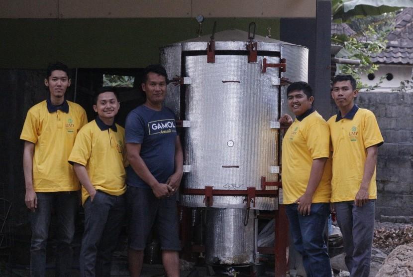 Mahasiswa Universitas Muhammadiyah Yogyakarta (UMY) menciptakan  alat pasteurisasi yang diberi nama Bangker Pintar. Alat ini diciptakan  untuk meningkatkan produktivitas budidaya jamur