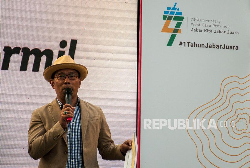 Gubernur Provinsi Jawa Barat Ridwan Kamil memberikan informasi pada acara Informasi Kang Emil (informil) Satu Tahun Jabar Juara di Gedung Sate, Bandung, Jawa Barat, Jumat (6/9/2019).