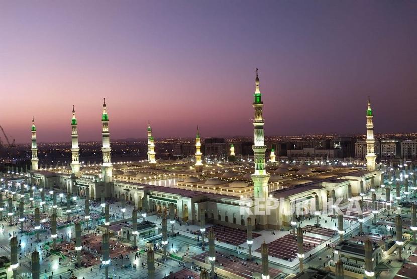 Imam Al Ghazali mengingatkan kemuliaan Masjid Nabawi lokasi makam Rasulullah. Masjid Nabawi, Madinah.