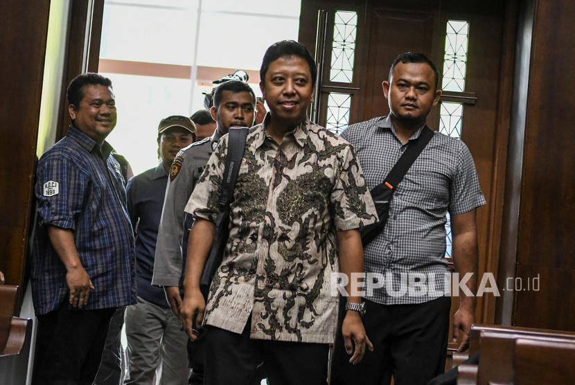 Mantan Ketua Umum Partai Persatuan Pembangunan (PPP) Romahurmuziy bersiap untuk menjalani sidang dengan agenda pembacaan dakwaan di Pengadilan Tipikor, Jakarta, Rabu (11/9/2019).