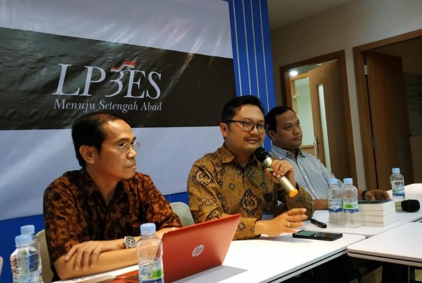 Pendiri dan Analis Drone Emprit Akademik, Ismail Fahmi (tengah).