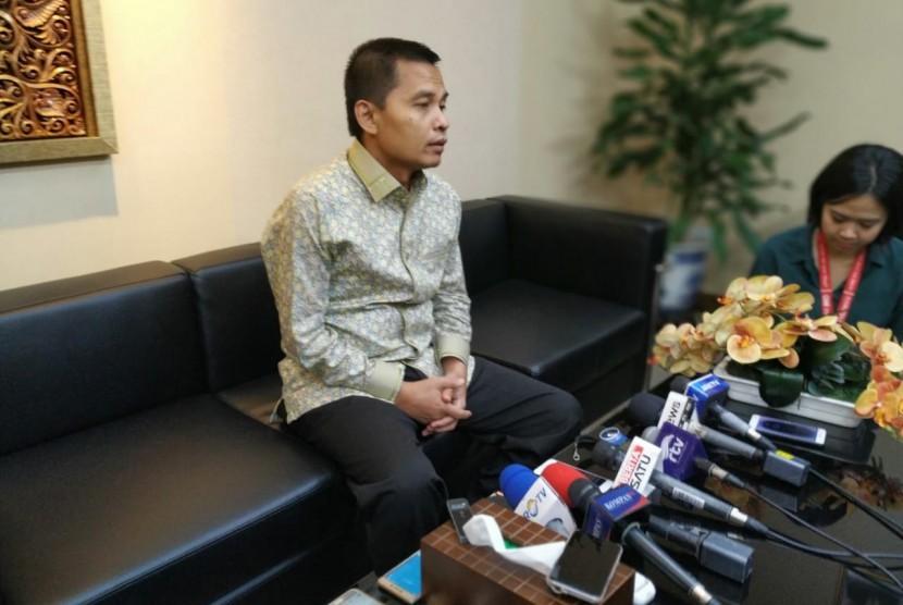 Sekjen MPR Maruf Cahyono menyampaikan keterangan kepada media terkait persiapan jelang pelantikan di Kompleks Parlemen, Senayan, Jakarta, Jumat (18/10).