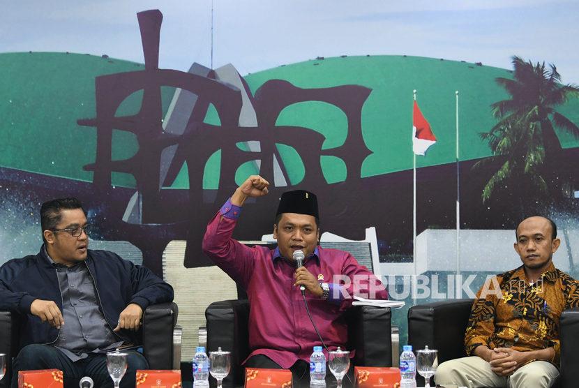 Anggota MPR Fraksi PDI Perjuangan Muchamad Nabil Haroen (tengah)  meminta aturan tegas bagi pelanggar libur termasuk saat Idul Fitri