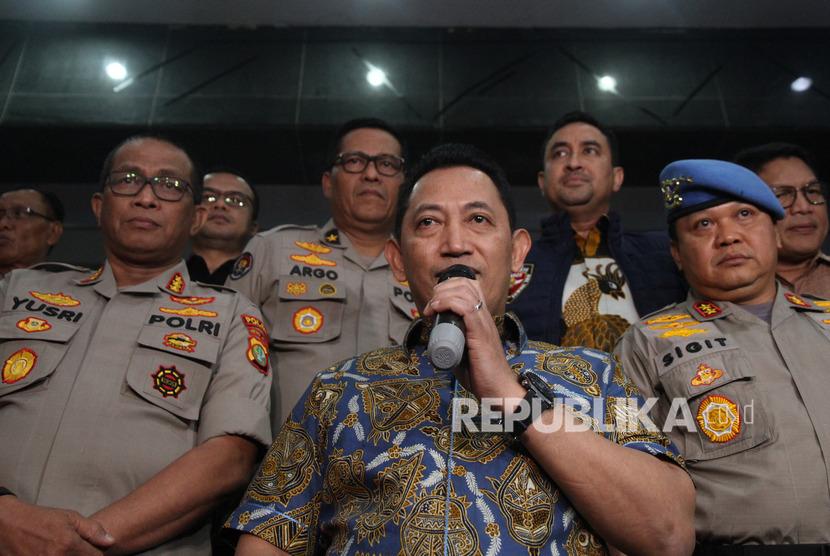 Kepala Badan Reserse Kriminal (Kabareskrim) Polri Komjen Listyo Sigit Prabowo (tengah)