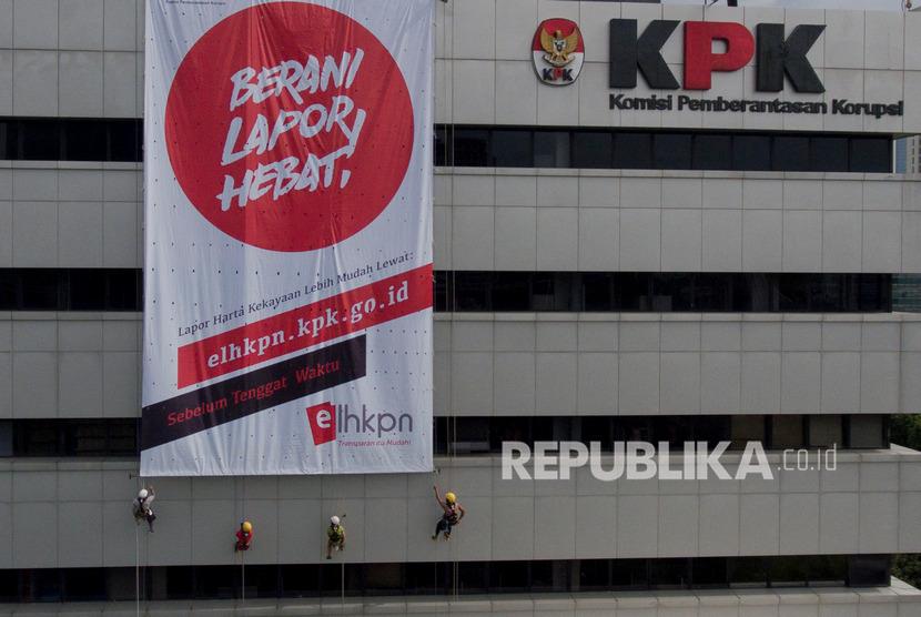 KPK melakukan OTT kepada Bupati Nganjuk, Novi Rahman Hidayat, Ahad (9/5) sore.