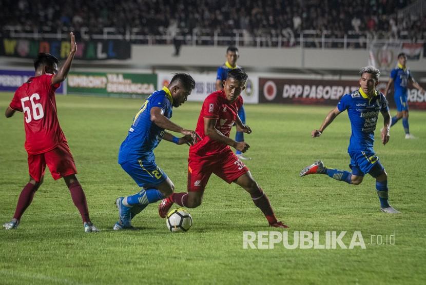 Persis Solo mendapat tawaran dari banyak klub untuk melakukan uji tanding. Pada 2020 lalu, Persis melakukan uji tanding lawan Persib Bandung.