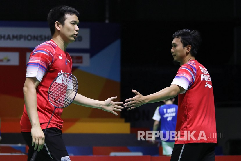 Pebulu tangkis ganda putra Indonesia Mohammad Ahsan (kanan) dan rekannya Hendra Setiawan.