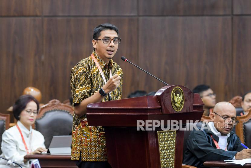 Saksi ahli dari pemohon Zainal Arifin Mochtar memberikan keterangan dalam sidang uji formil UU KPK di Gedung Mahkamah Konstitusi, Jakarta, Rabu (19/2/2020).