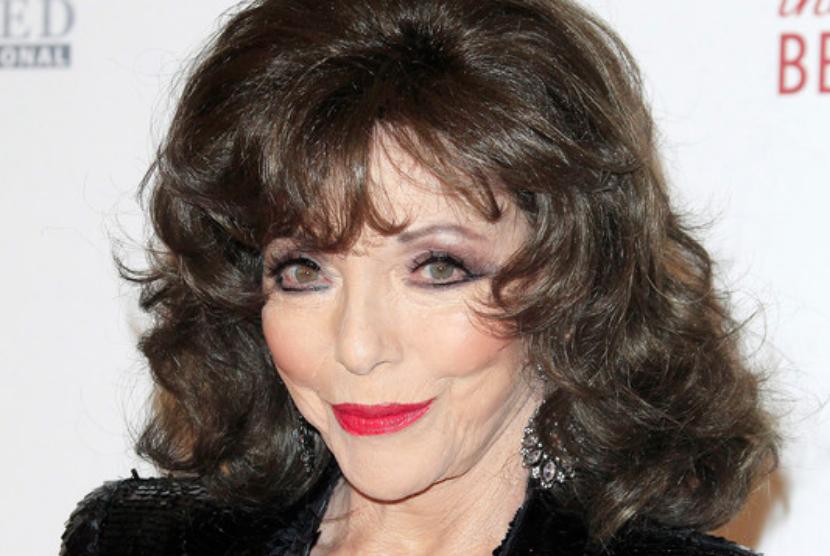 Aktris Inggris yang namanya melejit berkat perannya di serial TV Dynasty, Joan Collins. Ia telah mendapatkan dosis booster vaksin Covid-19.