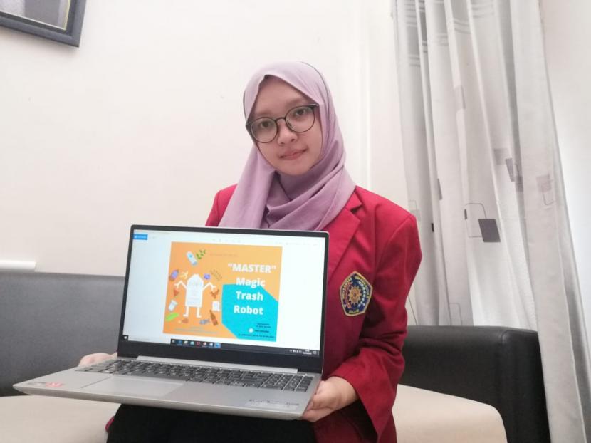 Mahasiswa Universitas Muhammadiyah Malang (UMM)menggagas Magic Trash Robot (Master) atau robot pintar pemroses sampah.