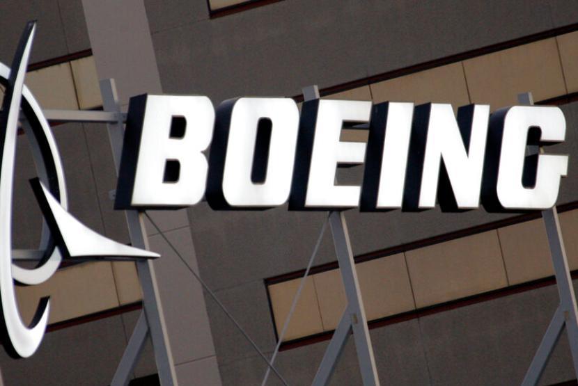 Logo Boeing Co. Boeing memprediksi pasar penerbangan China akan memacu pembelian pesawat seiring pulihnya permintaan perjalanan udara.